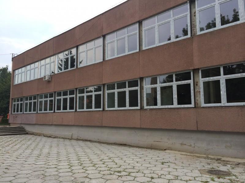 Iskolaépület